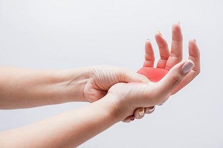 Cảm giá mỏi và đau nhức nặng hơn có thể sưng đỏ khi mắc bệnh đau khớp tay chân