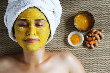 Thư giãn và đắp mặt nạ bổ sung dưỡng chất cho da