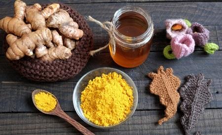 Nghệ và mật ong là hai thực phẩm luôn sánh vai với mọi nhà trong vấn đề sức khỏe