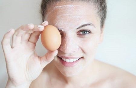 Trứng gà không những là nguồn nguyên liệu được sử dụng trong các bữa ăn mà còn là thực phẩm giúp các chị em làm đẹp