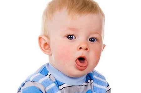 Bệnh viêm phế quản ở trẻ em giai đoạn đầu thường bị các bố mẹ hiểu nhầm với các bệnh hô hấp khác như ho, viêm họng