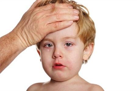 Người mắc bệnh quai bị sẽ sốt cao,mệt mỏi toàn thân, chán ăn, ngủ kém
