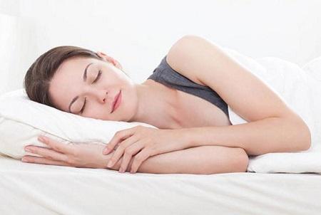 Ngủ đủ giấc giúp cho bạn tránh được các nguy cơ béo phì, thừa cân