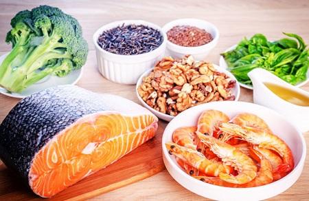 Chế độ ăn uống thiếu dưỡng chất là một trong những nguyên nhân ảnh hưỏng trực tiếp đến bệnh thiếu máu lên não