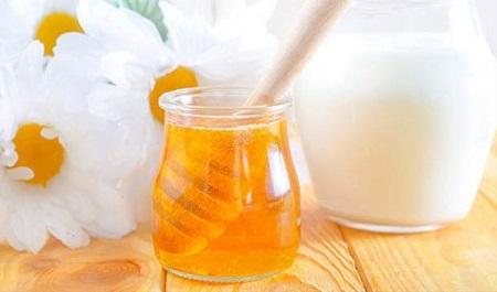 Kết hợp mật ong với một vài nguyên liệu khác sẽ cho ra công thức tăng cân hiệu quả