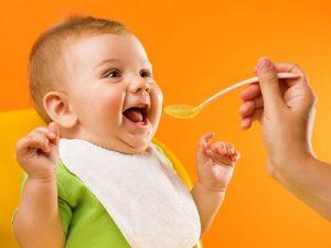 Giúp mẹ tìm hiểu thêm bé 6 tháng tuổi ăn dặm mấy bữa 1 ngày