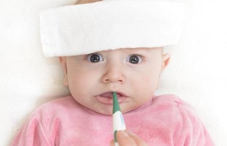 Khi trẻ bị sốt là một hiện tượng phổ biến ở trẻ em