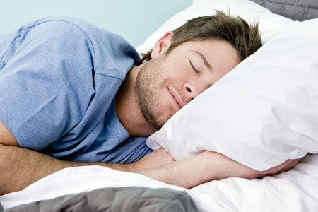 Sắc táo đỏ lấy nước uống hàng ngày ngoài giúp trị chứng khó ngủ còn giúp mát gan, bổ thận, thoải mái thần kinh.