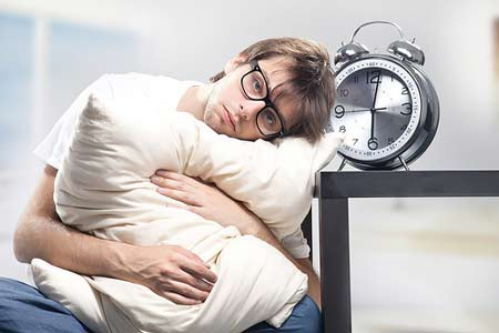 Khi bạn cảm giác khó ngủ, mất ngủ thì đừng cố gắng nhắm mắt để bắt bản thân phải ngủ
