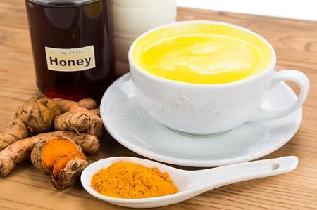 Uống nghệ với mật ong nguyên chất sẽ không bị nóng nếu như bạn biết cách sử dụng chúng