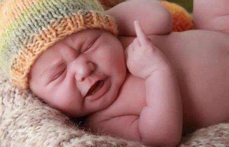 Không ít các mẹ đau đầu mệt mỏi vì tình trạng bé quấy khóc đêm và không hiểu nguyên do