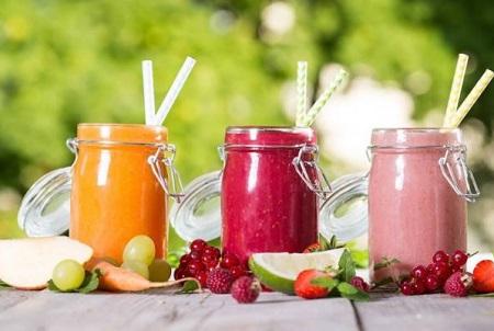 thưởng thức những ly đồ uống mát lạnh và có tác dụng thanh lọc cơ thể, giúp cơ thể giảm bớt lượng nhiệt đang sinh ra