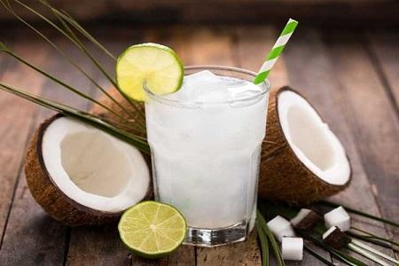 Bên cạnh việc giảm cân, nước dừa còn có tác dụng làm đẹp da hữu hiệu
