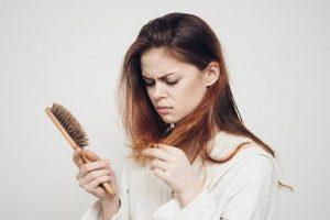 Cẩm nang làm đẹp: Nguyên nhân gây rụng tóc ở nữ giới