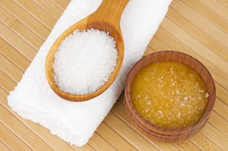 sử dụng mật ong để tẩy tế bào chết cho da mặt sẽ được cải thiện đáng kể về độ ẩm
