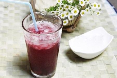 Uống nước đậu đỏ sẽ làm giảm rối loạn kinh nguyệt lưu thông tuần hoàn máu